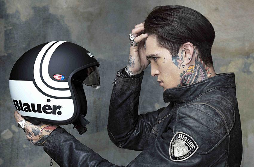 dùng sáp đội mũ bảo hiểm